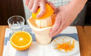 Приготовить сок из апельсинов